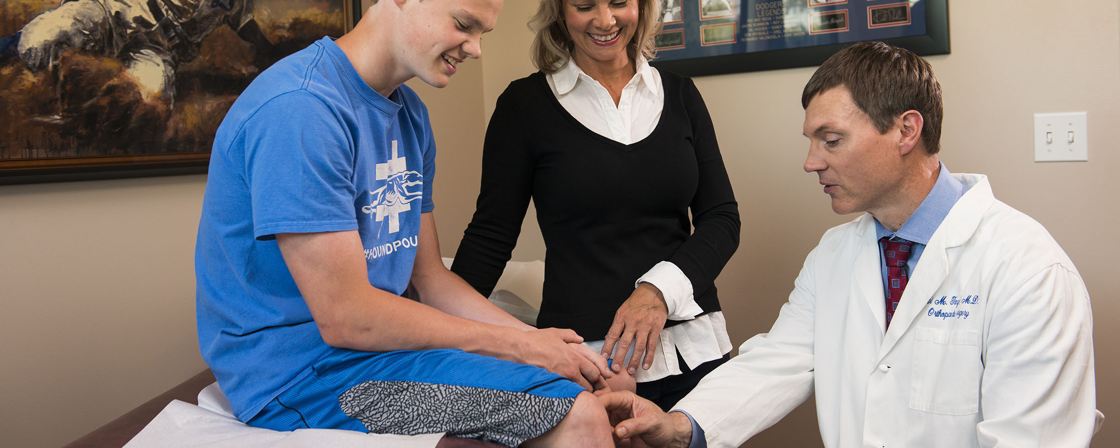 doctor-tingstad-orthopedic-surgeon-helping-young-athlete